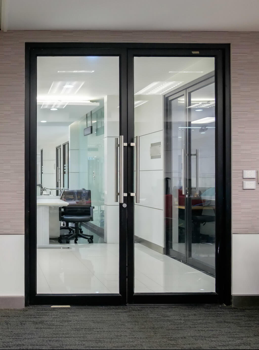 Якісні віконно-дверні конструкції від компанії EKIPAZH для дилерів