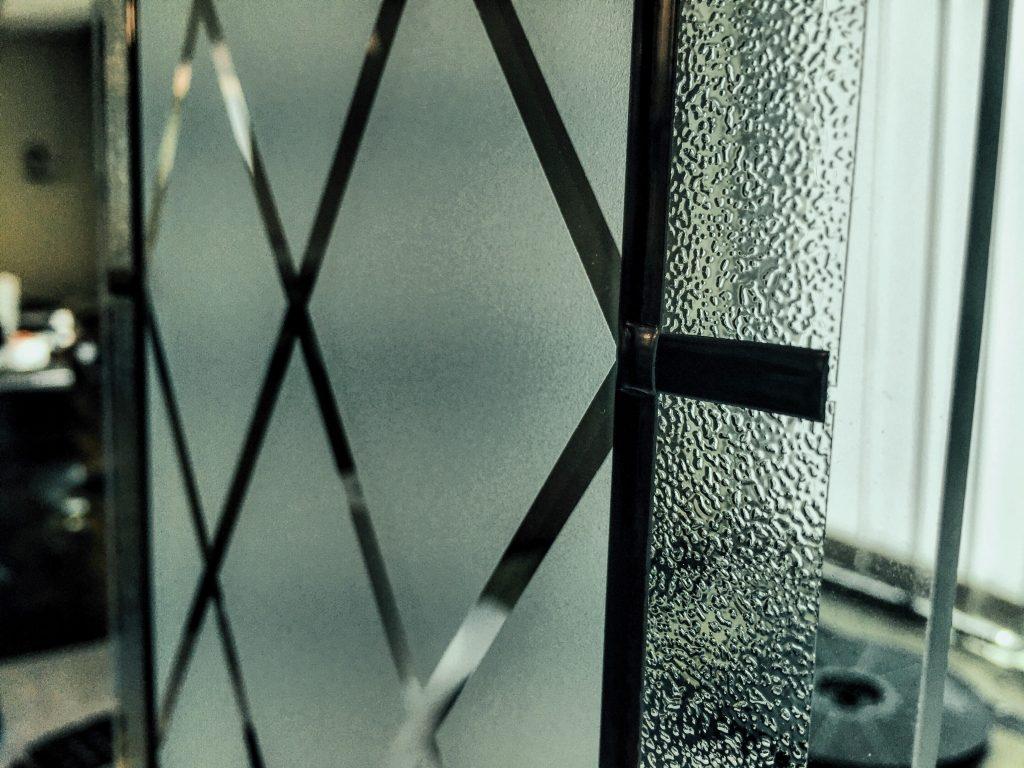 EKIPAZH - дизайн скла та піскроструминна обробка